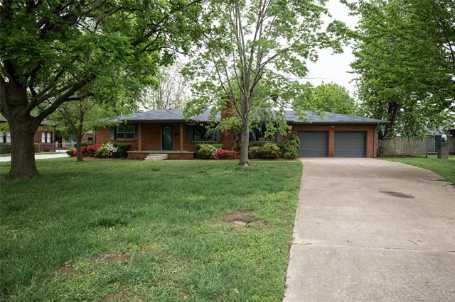 1394 E 60th Street, Tulsa, OK 74105 (MLS #1816616) :: Brian Frere Home Team