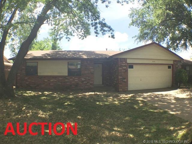 668 E 135th Place, Glenpool, OK 74033 (MLS #1818953) :: 918HomeTeam - KW Realty Preferred