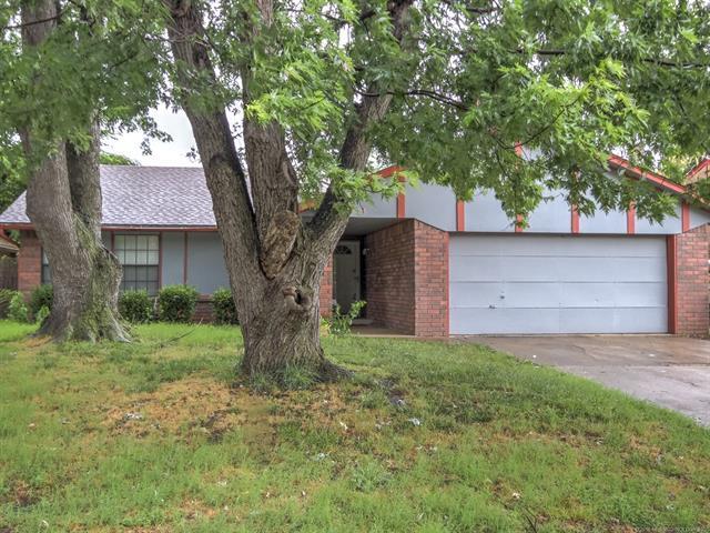 6808 S Saint Louis Avenue, Tulsa, OK 74136 (MLS #1820754) :: Brian Frere Home Team