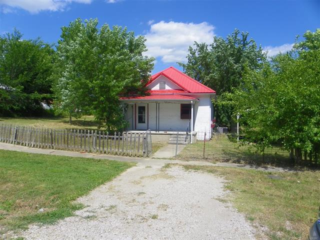 235 S Hickory Street, Nowata, OK 74048 (MLS #1822642) :: Hopper Group at RE/MAX Results