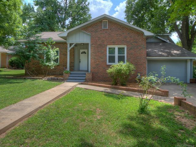 310 E Pecan Street, Coweta, OK 74429 (MLS #1824642) :: Hopper Group at RE/MAX Results