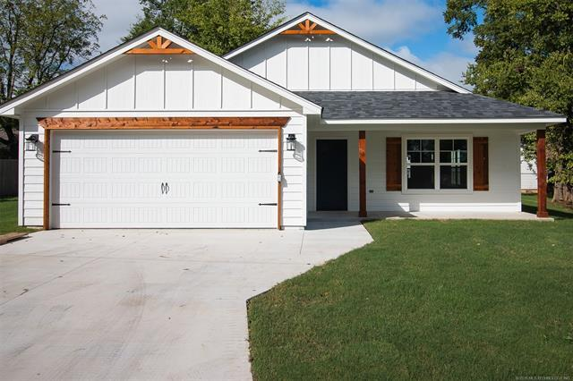 405 S Chambers Avenue, Claremore, OK 74017 (MLS #1829334) :: Hopper Group at RE/MAX Results