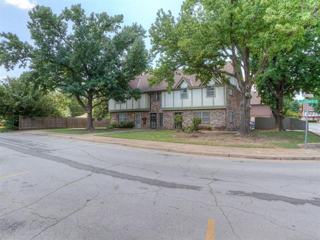 2520 S Florence Place #4, Tulsa, OK 74114 (MLS #1829805) :: American Home Team
