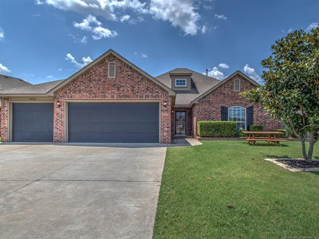 15718 S Birch Avenue, Glenpool, OK 74033 (MLS #1830126) :: 918HomeTeam - KW Realty Preferred