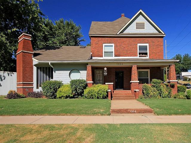 1304 S Houston Avenue, Tulsa, OK 74127 (MLS #1833457) :: Hopper Group at RE/MAX Results