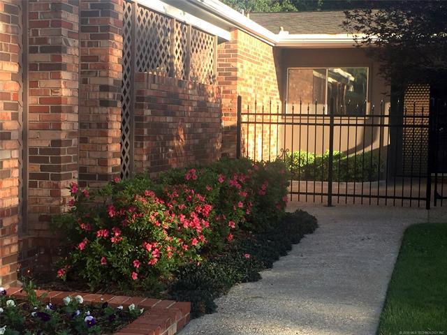 2115 E 59th Place #2, Tulsa, OK 74105 (MLS #1834440) :: American Home Team