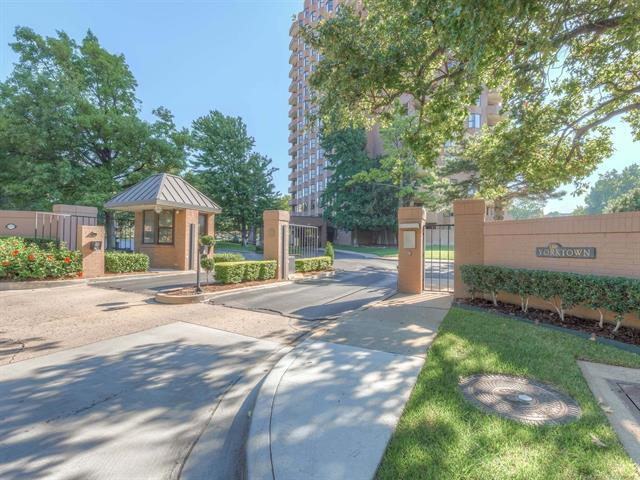 2121 S Yorktown Avenue #303, Tulsa, OK 74114 (MLS #1835258) :: Hopper Group at RE/MAX Results