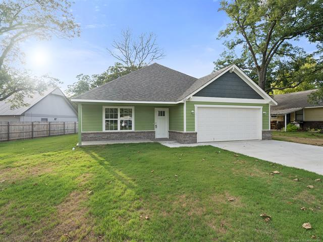 1051 N Florence Avenue, Claremore, OK 74017 (MLS #1835339) :: Hopper Group at RE/MAX Results