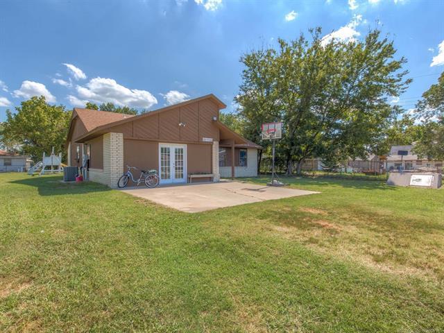 106 S Cherokee Street, Beggs, OK 74421 (MLS #1835344) :: 918HomeTeam - KW Realty Preferred