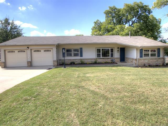 414 S 19th Street, Collinsville, OK 74021 (MLS #1835362) :: Hopper Group at RE/MAX Results