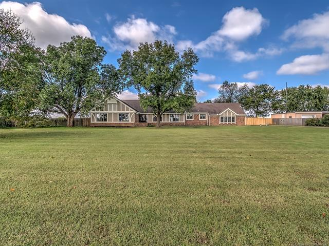 24141 Philson Farm Road, Bartlesville, OK 74006 (MLS #1838031) :: Hopper Group at RE/MAX Results