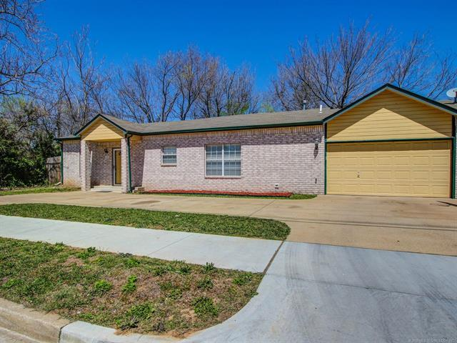 1107 E Queen Street, Tulsa, OK 74106 (MLS #1838679) :: 918HomeTeam - KW Realty Preferred