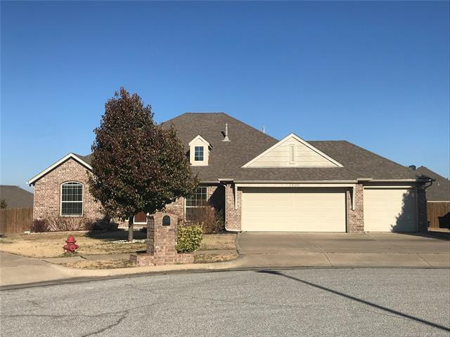 3300 E Emmitsburg Place, Broken Arrow, OK 74014 (MLS #1842720) :: American Home Team