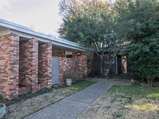 2132 E 60th Street I2, Tulsa, OK 74105 (MLS #1844431) :: Hopper Group at RE/MAX Results