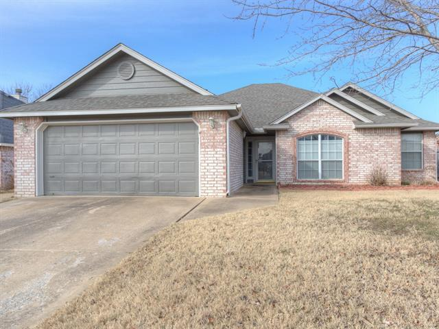 11838 N 107th East Place, Collinsville, OK 74021 (MLS #1901963) :: RE/MAX T-town