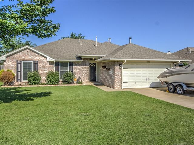 5210 Greenan Drive, Sand Springs, OK 74063 (MLS #1902054) :: 918HomeTeam - KW Realty Preferred