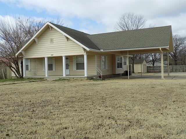 824 N Burns Street, Holdenville, OK 74848 (MLS #1904441) :: Hopper Group at RE/MAX Results