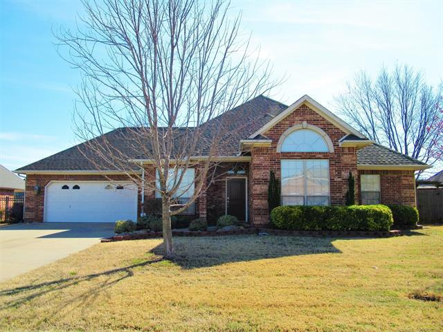 3904 Crestview Drive, Muskogee, OK 74403 (MLS #1910982) :: Hopper Group at RE/MAX Results