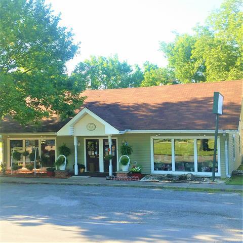 405 NE 1st Street, Pryor, OK 74361 (MLS #1914880) :: 918HomeTeam - KW Realty Preferred