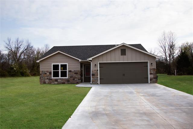 318 SE 6th Street, Pryor, OK 74361 (MLS #1915083) :: Hopper Group at RE/MAX Results