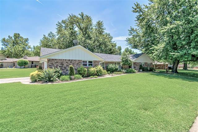 1800 Rolling Hills Drive, Bartlesville, OK 74006 (MLS #1917680) :: Hopper Group at RE/MAX Results