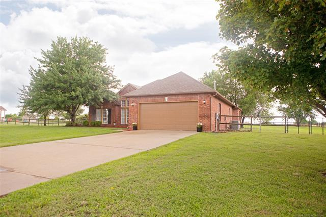 11822 N 150th East Avenue, Collinsville, OK 74021 (MLS #1922200) :: RE/MAX T-town