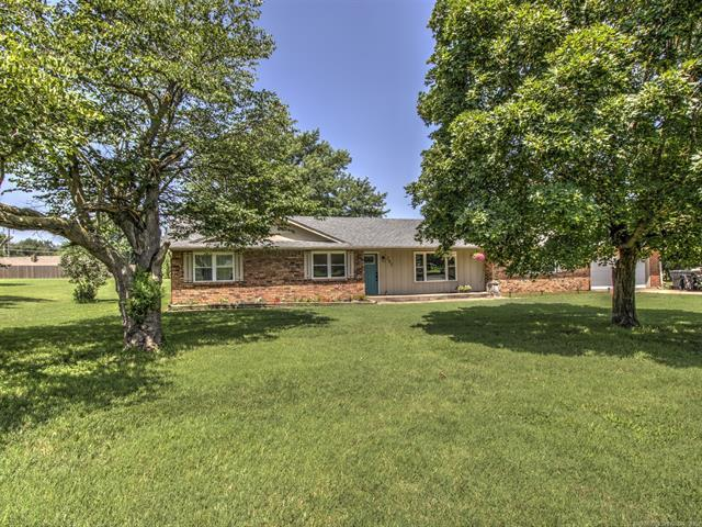 205 Will Rogers Loop, Oologah, OK 74053 (MLS #1923151) :: Hopper Group at RE/MAX Results