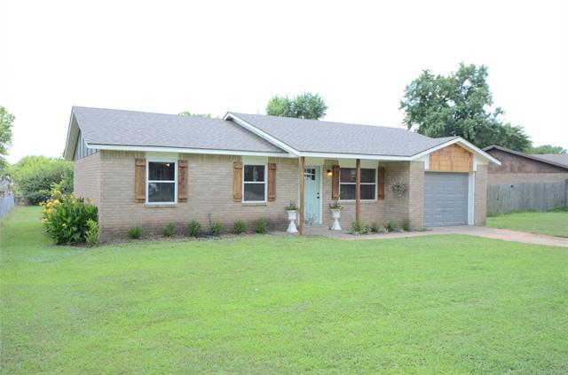 502 E Wood Place, Bristow, OK 74010 (MLS #1925562) :: Hopper Group at RE/MAX Results
