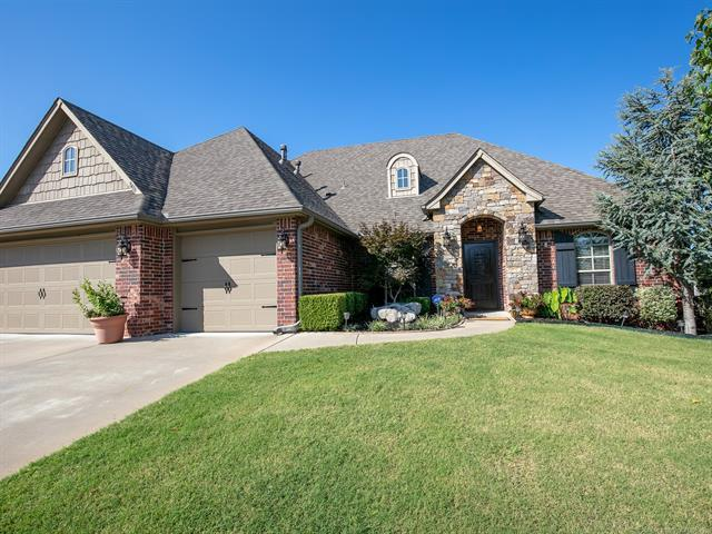 9406 N 95th Place E, Owasso, OK 74055 (MLS #1926497) :: Hopper Group at RE/MAX Results