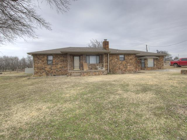 8117 E 370 Road, Oologah, OK 74053 (MLS #1929218) :: Hopper Group at RE/MAX Results