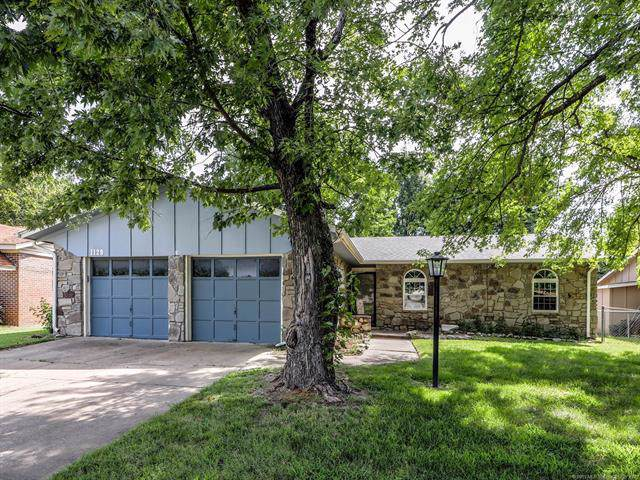 1129 N Hickory Court, Broken Arrow, OK 74012 (MLS #1932398) :: Hopper Group at RE/MAX Results