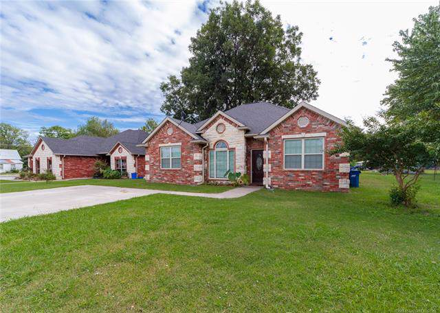 302 W Springer Avenue, Mcalester, OK 74501 (MLS #1934258) :: 918HomeTeam - KW Realty Preferred