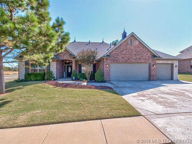 5915 Tower Court, Bartlesville, OK 74006 (MLS #1938020) :: Hopper Group at RE/MAX Results