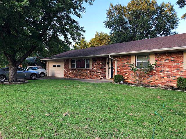 1406 May Lane, Bartlesville, OK 74006 (MLS #1938099) :: Hopper Group at RE/MAX Results