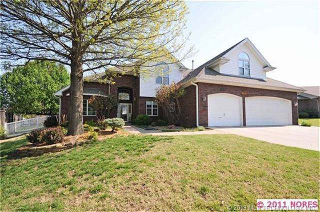 5721 Park Hill Place, Bartlesville, OK 74006 (MLS #1939156) :: Hopper Group at RE/MAX Results