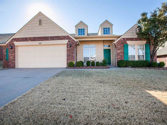 212 E 125th Place S, Jenks, OK 74037 (MLS #1940672) :: Hopper Group at RE/MAX Results