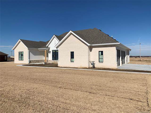 5894 Ohio Street, Bartlesville, OK 74006 (MLS #1940768) :: Hopper Group at RE/MAX Results
