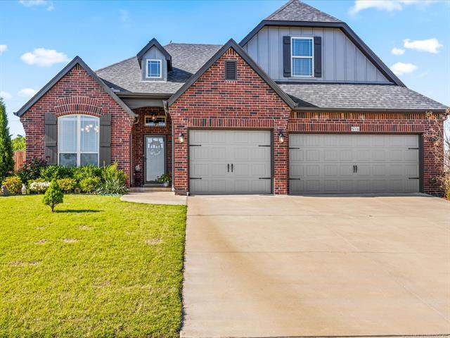 516 W 40th Place, Sand Springs, OK 74063 (MLS #2017713) :: Hopper Group at RE/MAX Results