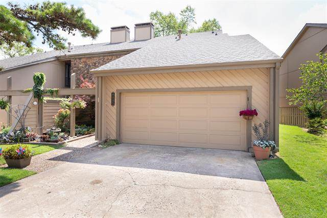 6005 S Atlanta Court #2, Tulsa, OK 74105 (MLS #2023769) :: 918HomeTeam - KW Realty Preferred