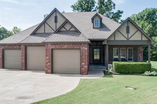 407 Cog Hill Court, Claremore, OK 74019 (MLS #2025182) :: Hometown Home & Ranch