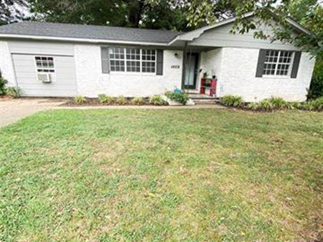 300 N Mccracken Street, Chouteau, OK 74337 (MLS #2027657) :: Hometown Home & Ranch