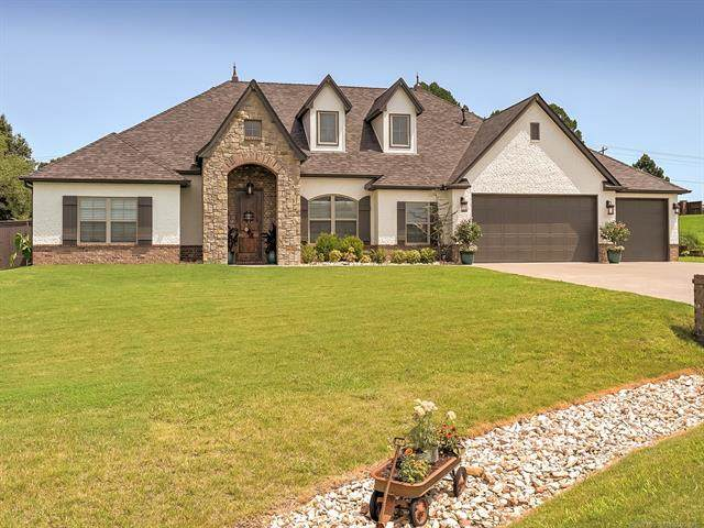 19481 Pecan Ridge Circle, Claremore, OK 74017 (MLS #2028930) :: RE/MAX T-town