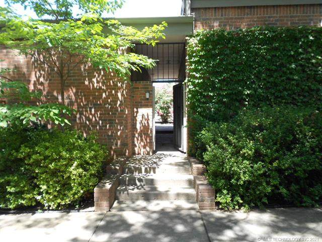 2414 E 72nd Street 1-A-4, Tulsa, OK 74136 (MLS #2029406) :: 918HomeTeam - KW Realty Preferred