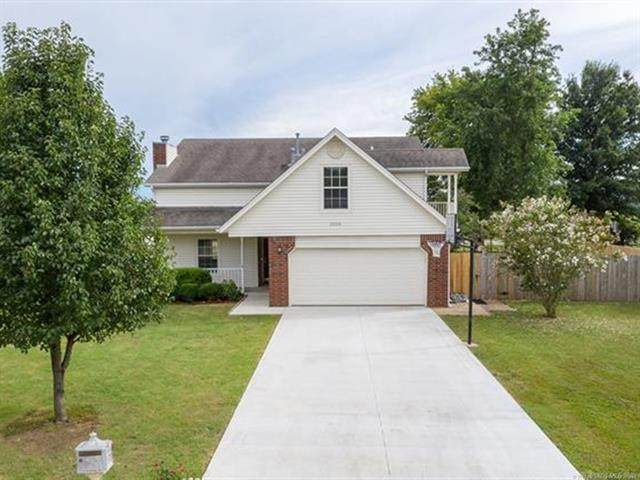 2026 E 140th Place, Bixby, OK 74008 (MLS #2031050) :: RE/MAX T-town