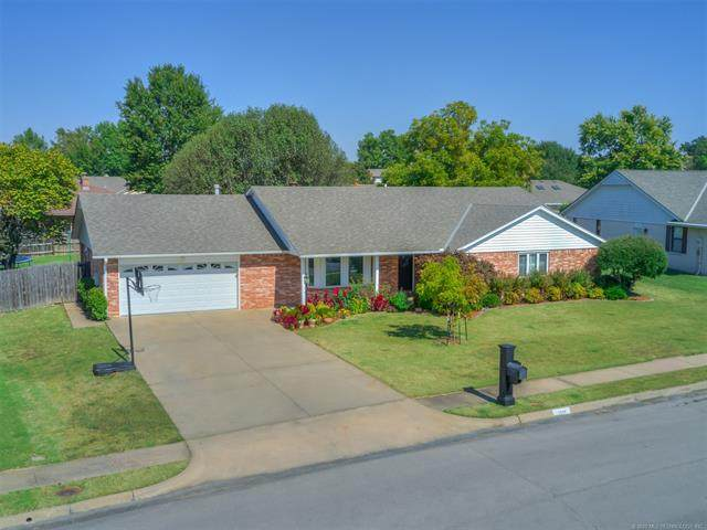 2540 Vicksburg Street, Bartlesville, OK 74006 (MLS #2031240) :: 918HomeTeam - KW Realty Preferred