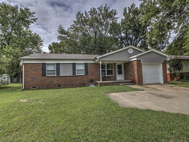 302 N Fairland Street, Pryor, OK 74361 (MLS #2034362) :: Hopper Group at RE/MAX Results
