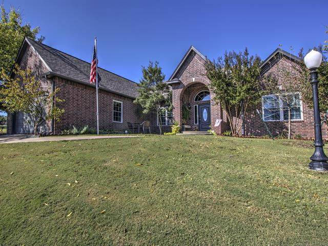 2701 Forest Ridge Parkway, Claremore, OK 74017 (MLS #2034649) :: RE/MAX T-town