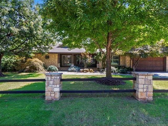 2250 E 33rd Street, Tulsa, OK 74105 (MLS #2036085) :: 918HomeTeam - KW Realty Preferred