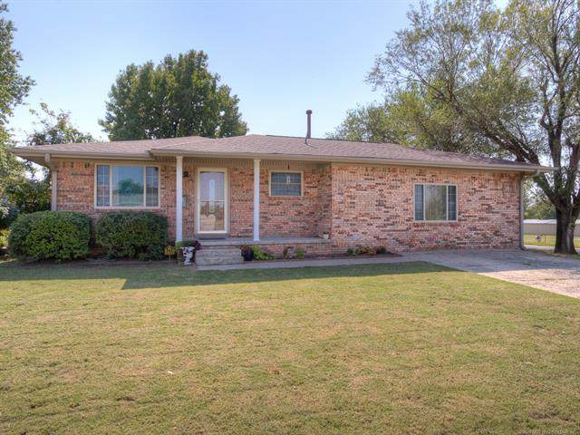 622 W Oak Street, Drumright, OK 74030 (MLS #2036324) :: Hometown Home & Ranch