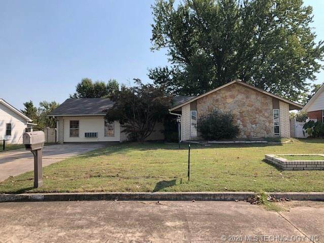 911 Mockingbird Lane, Okmulgee, OK 74447 (MLS #2036454) :: 918HomeTeam - KW Realty Preferred